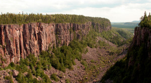 Ouimet_Canyon--the_Length